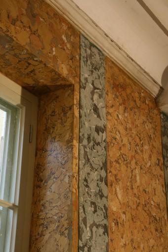 Krustpils pils mākslīgais marmors. A-sienas fragments pirms vaskošanas