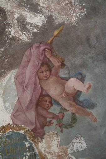 Rundāles pils hercoga bibliotēkas griestu gleznojuma fragments pēc restaurācijas
